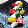 モッツアレラチーズとカラフルトマトのカプレーゼ