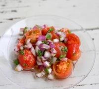 トマトと玉ねぎのマリネサラダ