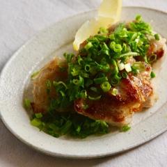 ピリ辛葱だく 鶏もも肉の葱塩レモン