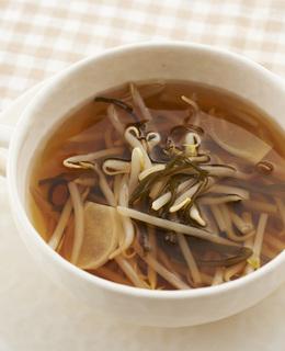 もやしと塩昆布のすっぱスープ