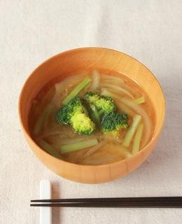 ブロッコリーと玉ねぎのみそ汁