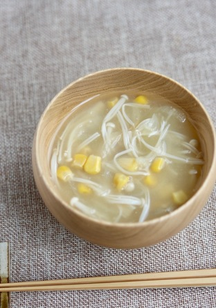 甘さがいいね えのき茸とコーンのお味噌汁