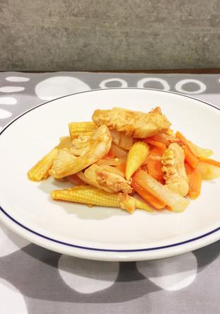 鶏胸肉とベビーコーンのケチャップ炒め