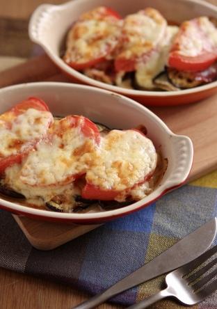 なすとトマトとベーコンのチーズ焼き