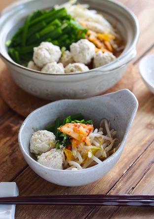 鶏団子と野菜たっぷりキムチ味噌鍋