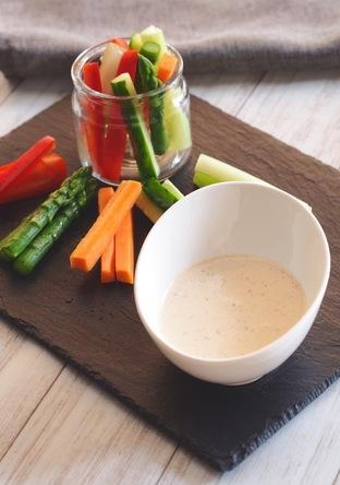 スティック野菜とヨーグルトディップ