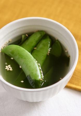 スナップエンドウとわかめの中華スープ