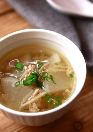 豚ひき肉と大根のナムプラースープ
