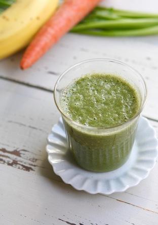 緑黄色野菜とバナナのジュース