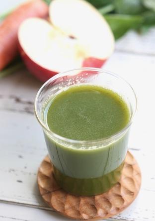 緑黄色野菜とりんごのジュース