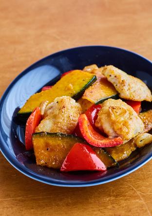 鶏むね肉と夏野菜のガーリック炒め