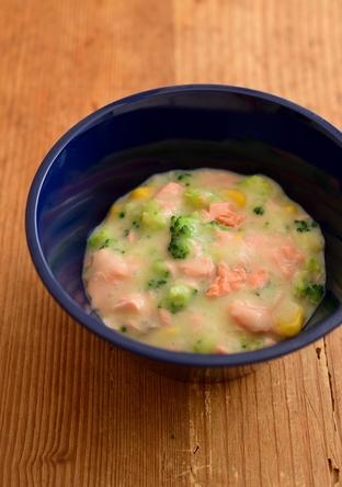 【離乳食・完了期】鮭とブロッコリーのクリームコーン煮