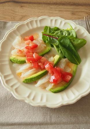 白身魚とアボカドのカルパッチョ フレッシュトマトソース