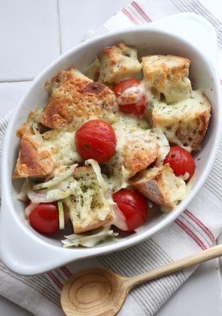 残ったフランスパンで トマトチーズ焼き