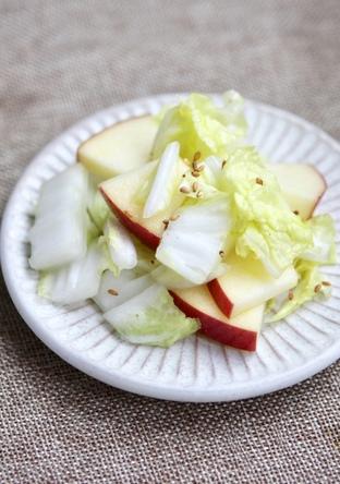 白菜とリンゴの簡単サラダ