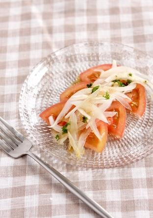 スライストマトと玉ねぎサラダ
