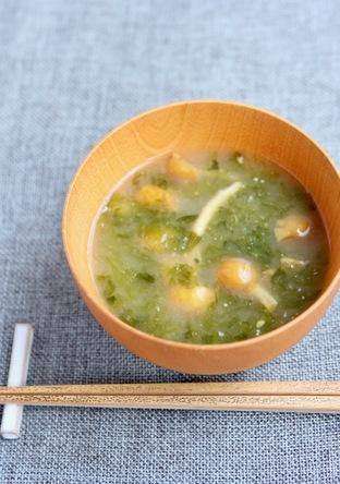 三重県の定番 アオサとなめこの味噌汁