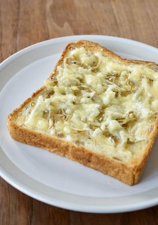 朝 ちりめんじゃこチーズトースト