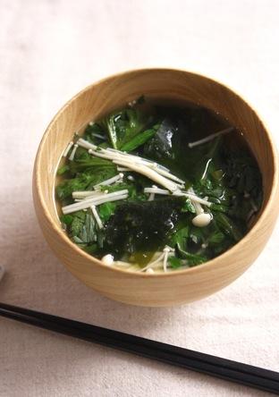 春菊ときのこのお味噌汁