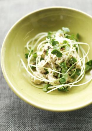 簡単まぜるだけ 豆腐と貝割れ大根のサラダ