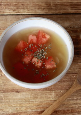 簡単 トマトと玉ねぎのコンソメスープ