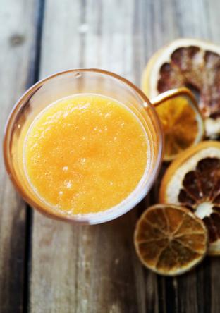 人参とオレンジのココナッツスムージー