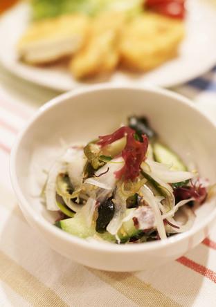 海藻と新玉ねぎのサラダ 塩ドレッシング