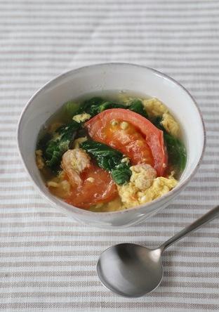 青梗菜とトマトの中華風たまごスープ