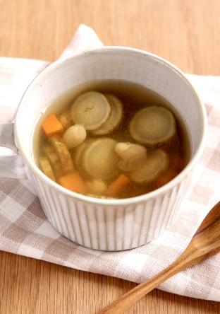大豆とゴボウと人参スープ