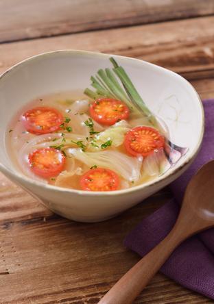 彩り野菜のコンソメスープ