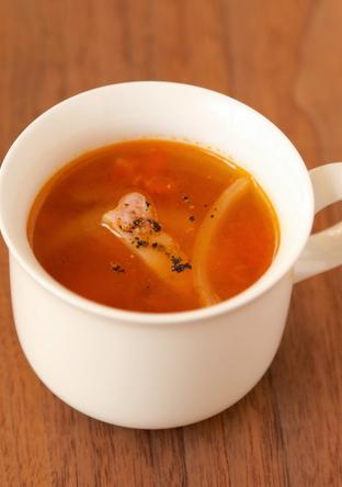 玉ねぎとベーコンのトマト風味コンソメスープ