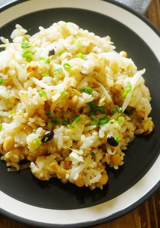 大麦入り蒸し大豆とお揚げのおかか炒飯