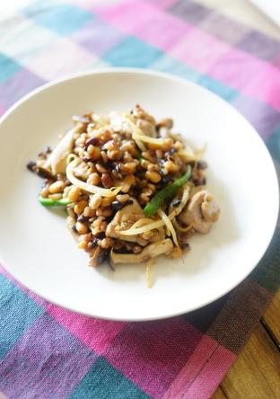 鶏肉と蒸し雑穀の味噌バタ炒め