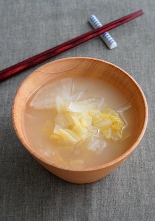 大根と白菜、玉ねぎの味噌汁