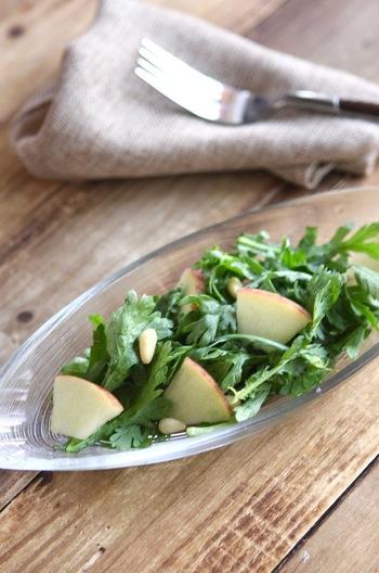 春菊とりんごのサラダ