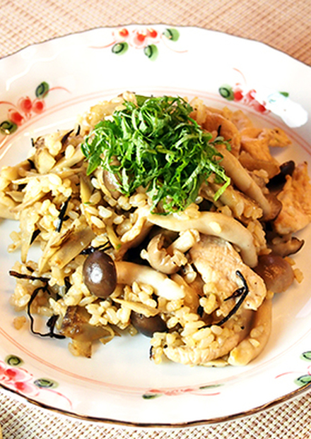 繊維たっぷり ごぼうとひじきの玄米炒飯