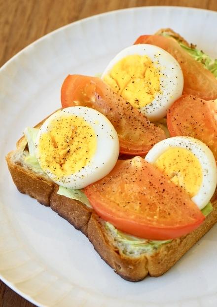 トマトとゆで卵のマヨチーズトースト