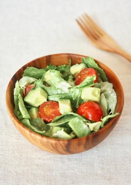簡単 アボカドとトマトのグリーンサラダ