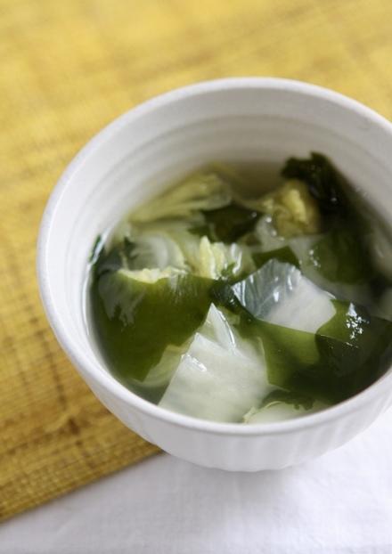 白菜とワカメの中華スープ