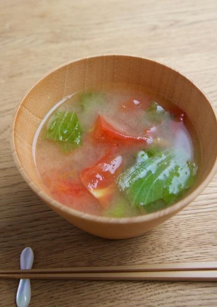 トマトとレタスのお味噌汁