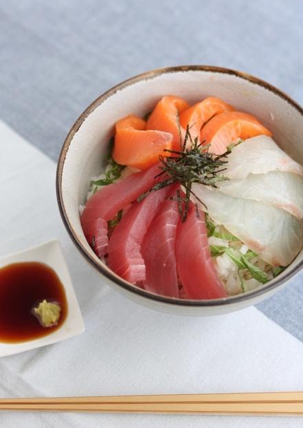 三色海鮮丼