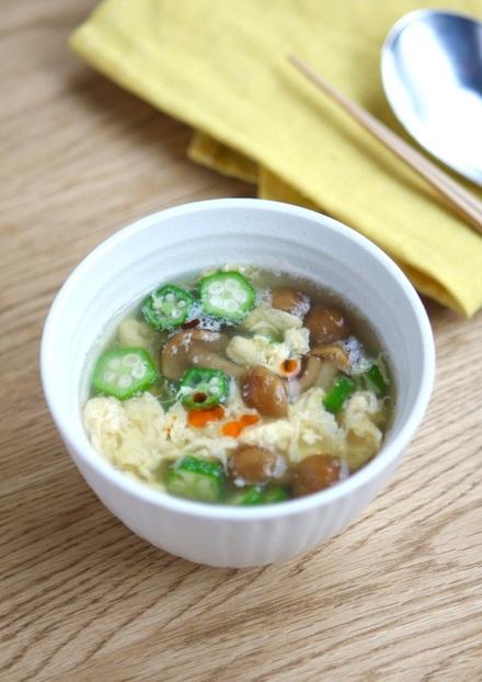 オクラとなめこのふんわり卵スープ