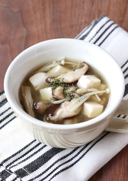 きのこと豆腐の塩麹コンソメスープ