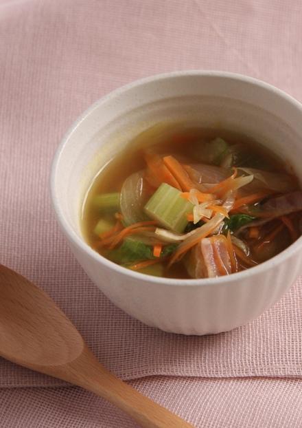 ほっとおいしい セロリとベーコンのスープ