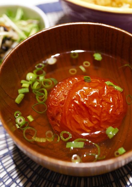 焼きトマトのだし汁仕立て