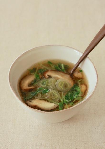 豆苗と長ネギと椎茸の中華スープ