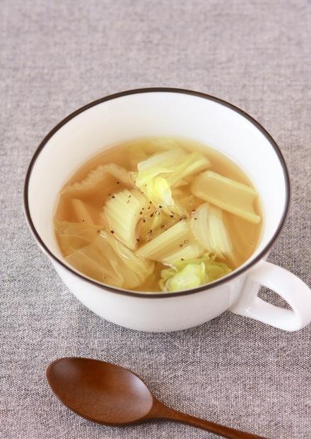 朝食に セロリとキャベツのコンソメスープ