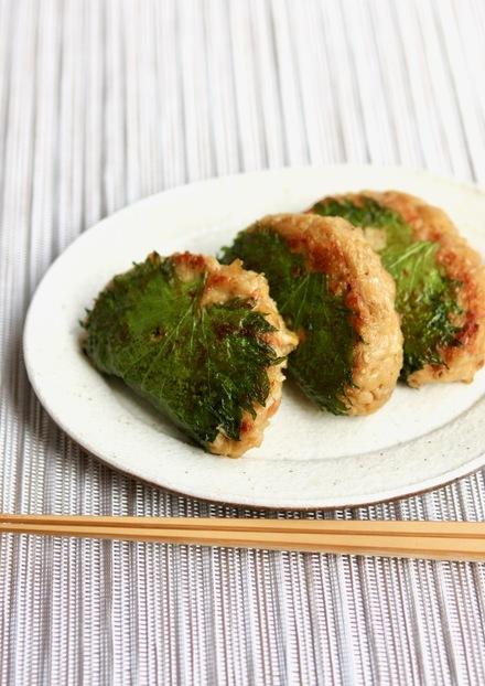 大豆と鶏ひき肉の大葉はさみ焼き