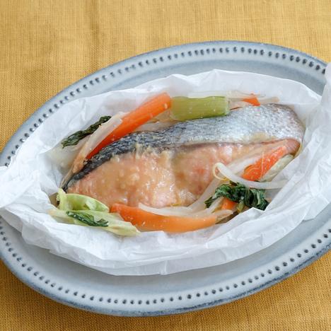 鮭と野菜の包み焼き