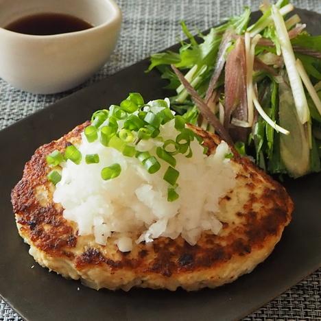 鶏むね肉で作る 和風おろしハンバーグ